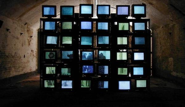 Jongerensite Sugababes.nl start eigen internet-tv