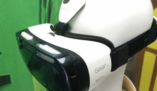Samsung komt met video-app voor virtual reality-bril Gear VR
