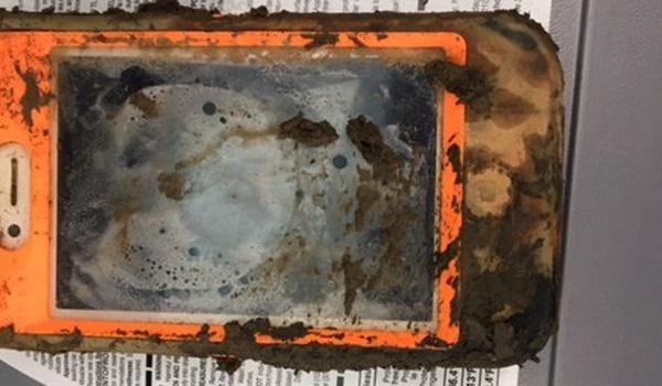 iPhone overleeft jaar op bodem bevroren meer