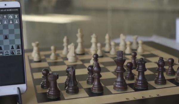 Square Off: Slim schaakbord verzet zelf stukken
