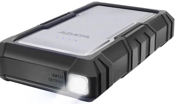 Adata D16750 is powerbank met zaklamp