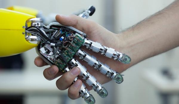 Japanse premier wil Olympische Spelen voor robots