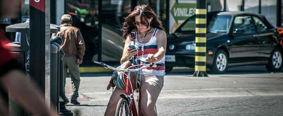 Gazelle start test met smartphone-blokkerende fiets