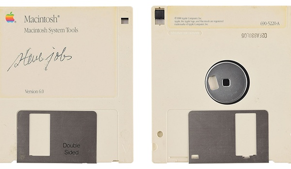 Floppy met zeldzame handtekening Steve Jobs te koop