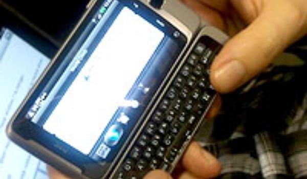 HTC telefoon op afstand af te luisteren
