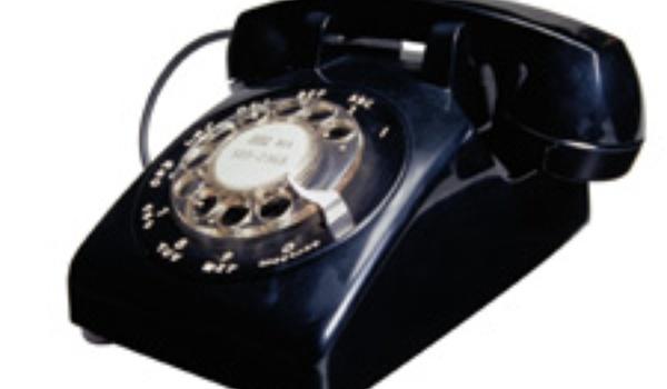 Vaste telefoon steeds vaker de deur uit