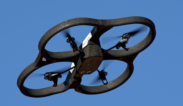 Hacker kraakt drones en neemt besturing over