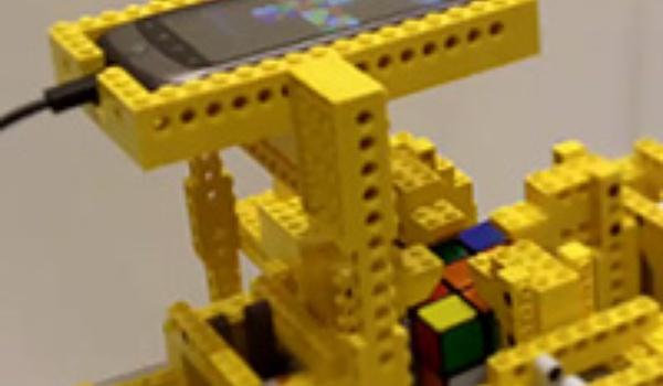 Smartphone lost Rubiks kubus op in 12,5 seconden