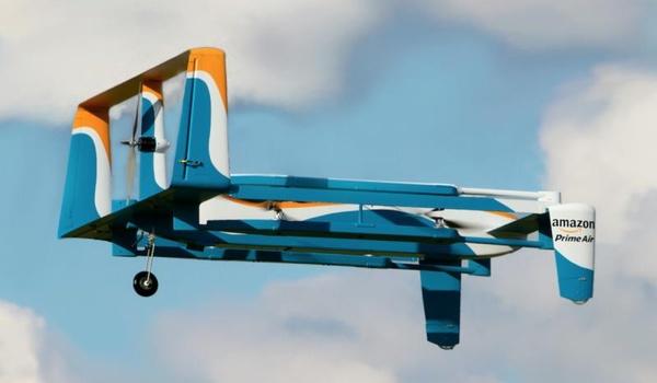 Drone van Amazon levert pakketje binnen 30 minuten