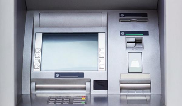 Hackers spelen Doom op pinautomaat