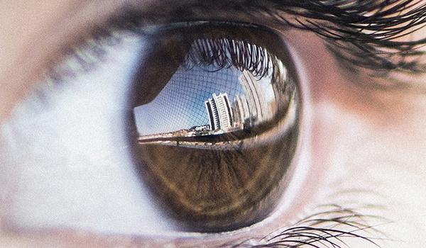 Software ontmaskert deepfakes via reflectie in ogen van nepmensen