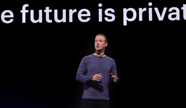 Tanend Facebook gooit het roer flink om
