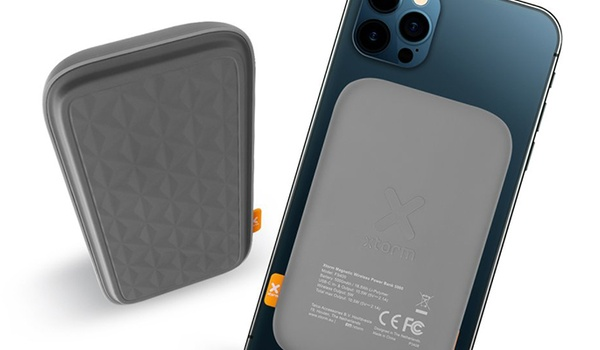 Xtorm Magnetic Wireless Power Bank 5000 achterop iPhone te plakken