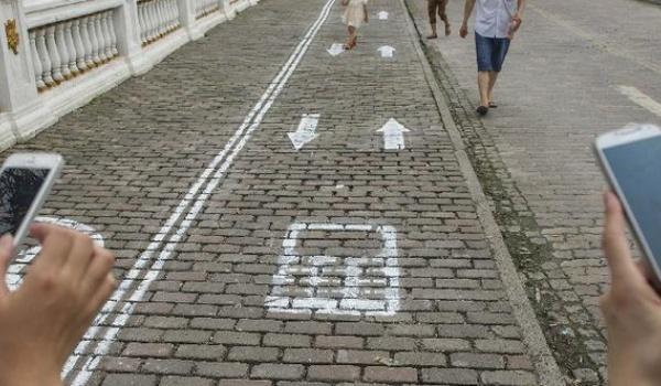 China krijgt voetpaden voor telefoonstaarders