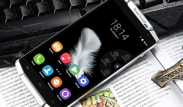 Smartphone met mega-accu gaat twee weken mee