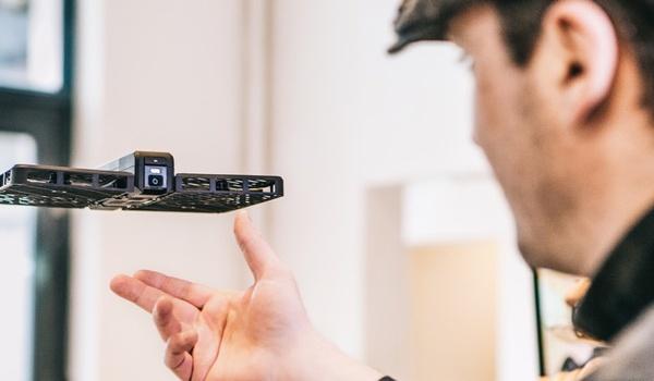 Hover Camera-drone volgt je overal naartoe
