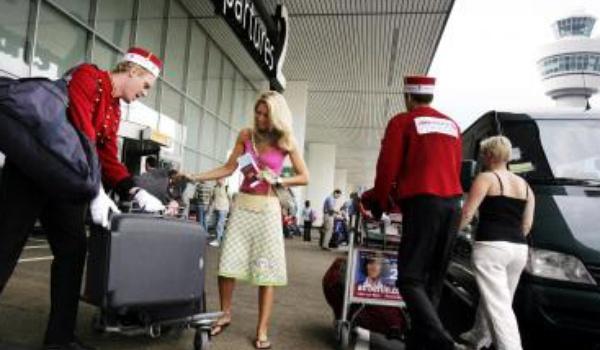 Online ticketverkoper zet IRL piccolo's in op Schiphol