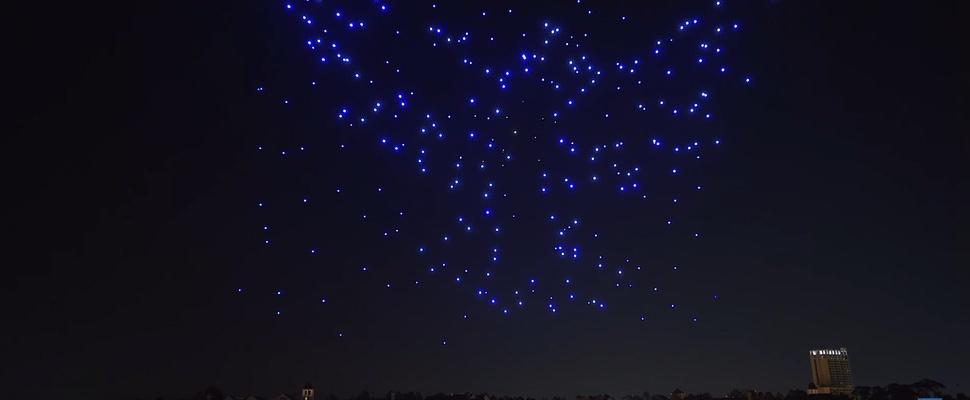 Disney viert kerst met 300 lichtgevende drones