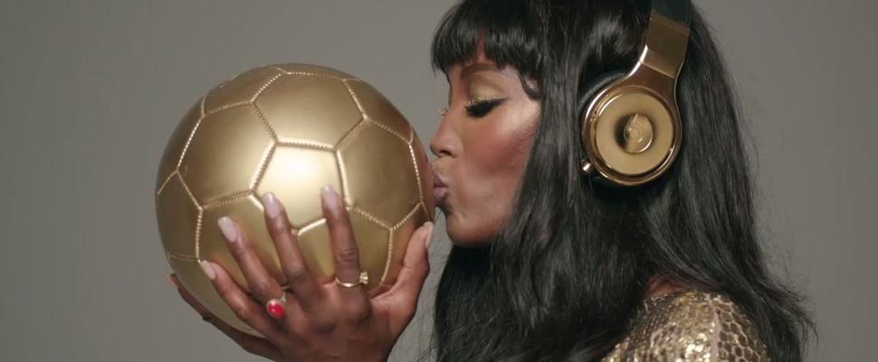 Alsof de beker niet genoeg was: die Mannschaft krijgt gouden koptelefoons van Dr. Dre