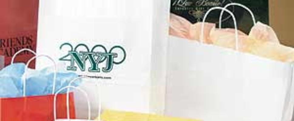 Vrouw doet duurste aankopen in online winkel