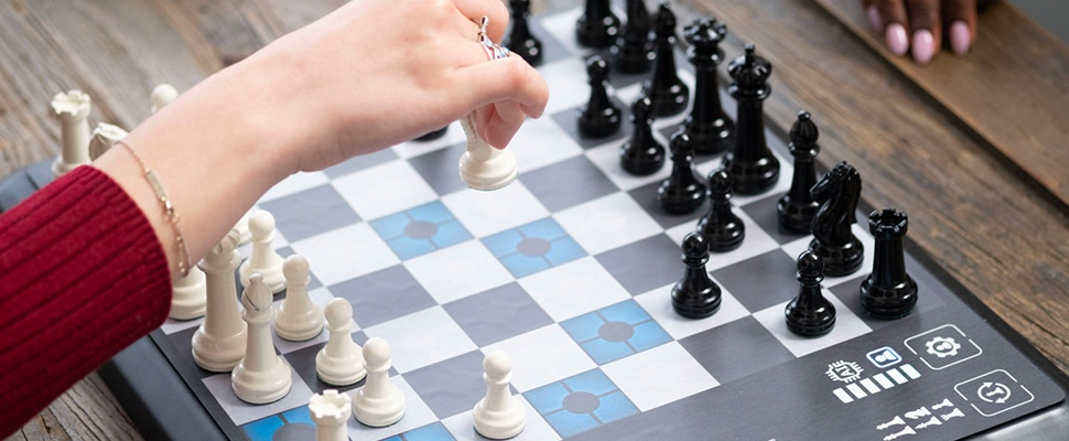 Schaakcomputer ChessUp denkt alvast vooruit